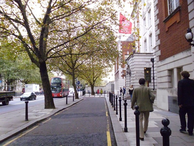 The original asphalt paved forecourt facing Euston Road.
