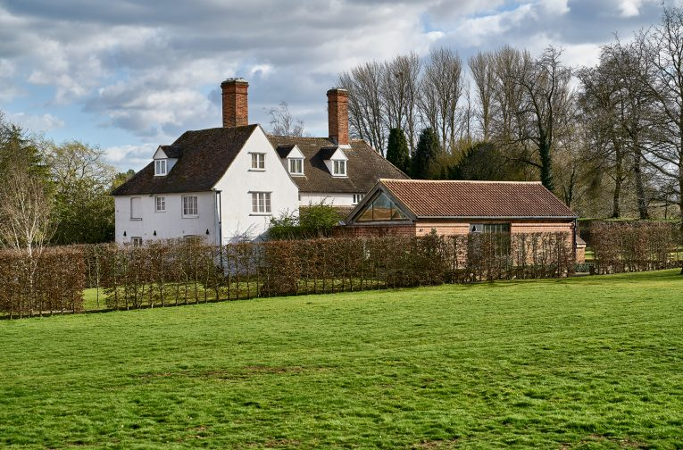 We added a contemporary new kitchen to this private house– a Grade II*, mid-16th century timber framed farmhouse in Suffolk, which stands on a moated site of a 13th-century retreat house.