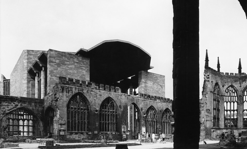 Photograph of the new entrance to the ruins, cut from the remaining tracery of a former window, by Henk Snoek, 1962.